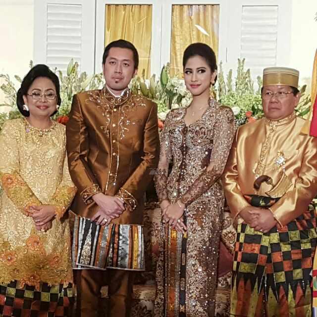 Anwar Adnan Shaleh Bersama Keluarga