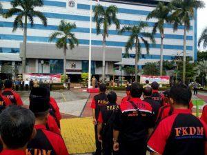 """peserta """"Apel Kebhainekaan Cinta Damai"""" di Lapangan Walikota Jakarta Timur"""