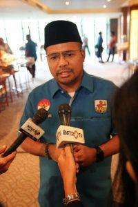 Ketua Umum DPP KNPI 2015-2018 Muhammad Rifai Darus diwawancarai para jurnalis