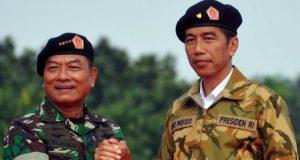 Salam Komando Jenderal TNI (Purn) DR Moeldoko dengan Presiden Joko Widodo
